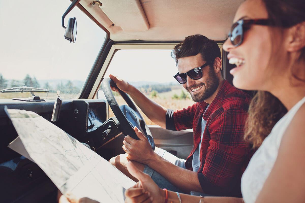 Podróżująca samochodem para – chusteczki higieniczne Velvet Travel Pack